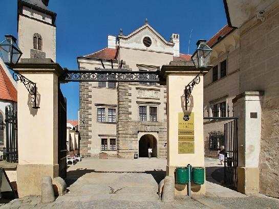 Vchod do zámku v Telči