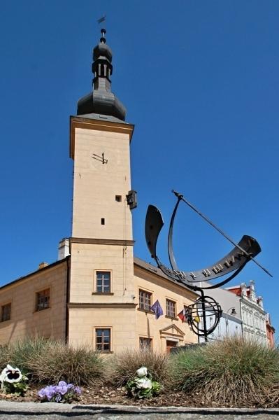 Sluneční hodiny + radnice v Dačicích