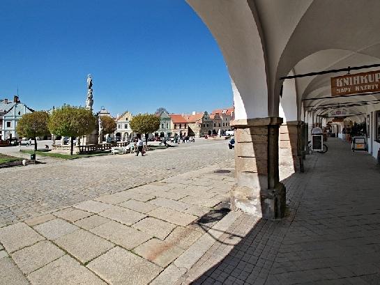 V Telči na náměstí