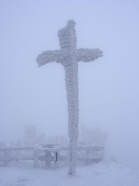 Kříž na Ještědu.