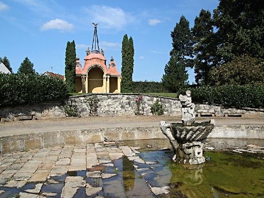 Výjev ze zahrady zámku Ploskovice