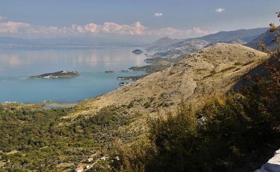 U Skodarského jezera