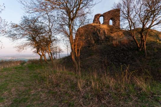 Košťálov -  vrchol a zřícenina hradu