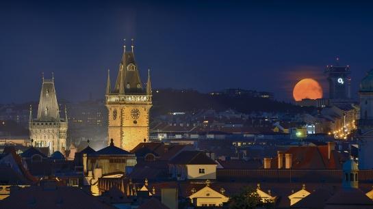 Vychází pražský Superměsíc!