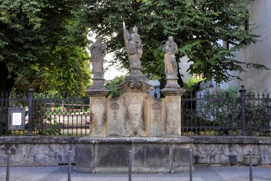 Kašna a sousoší svatých - Turnov