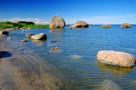 Bludné balvany v zálivu Käsmu v Estonsku