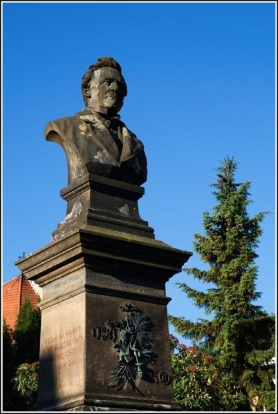 Pomník J. E. Purkyně   II.